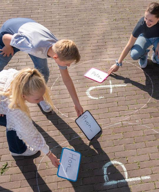 Schoolse vaardigheden onderzoeken bij kinderen